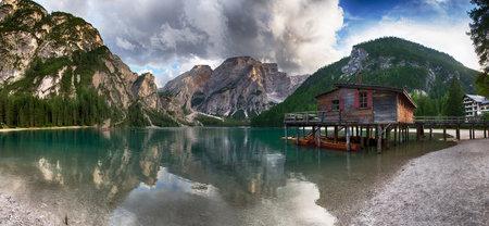 Lago Braies in Italia Archivio Fotografico - 85918757