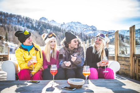 Group of friends talking and having fun in a outdoor restaurant on winter holidays Stockfoto