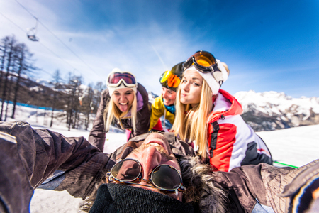 Group of friends with ski on winter holidays - Skiers having fun on the snow Archivio Fotografico