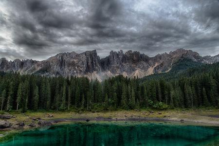 Lago di Carezza, Alpi italiane, Alto Adige, Dolomiti, Italia Archivio Fotografico - 90066140