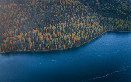 아름 다운 산악 호수 지역의 공중보기