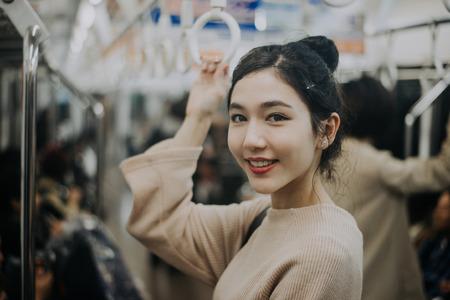 地下鉄駅で美しい日本人女性 写真素材