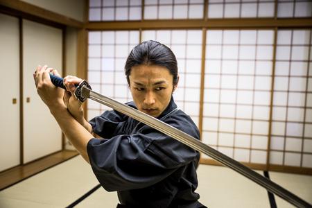 Samurai training in een traditionele dojo, in Tokio Stockfoto - 91239597