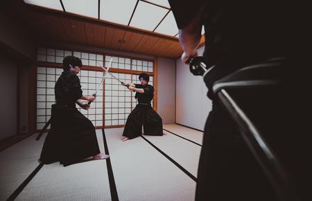 Samurai training in een traditionele dojo, in Tokio