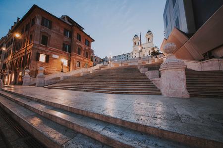 ローマの美しいスパニャ広場