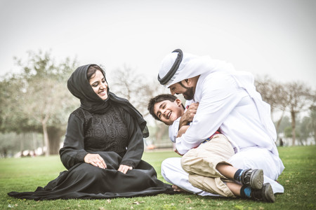 Arabic family playing with child Standard-Bild