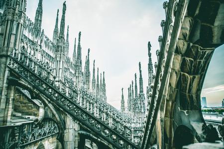 밀라노, 대성당의 상단에서 두오모 공중보기 스톡 콘텐츠 - 94765520