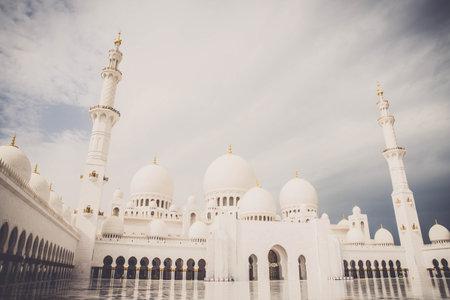 Sheikh Zayed Moschee in der Nahen Osten Vereinigte Arabische Emirate Standard-Bild - 95269091