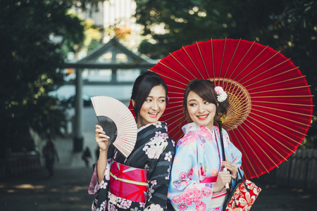 Two japanese girls wearing kimonos traditional clothes, lifestyle moments Banco de Imagens - 97106075