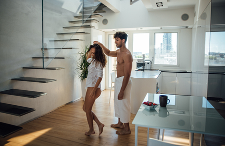 Young couple lifestyle moments at home Imagens