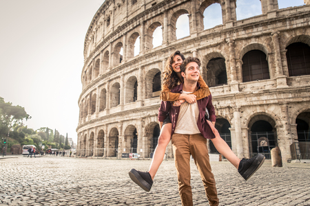 Young couple at the Colosseum, Rome - Happy tourists visiting italian famous landmarks Stok Fotoğraf - 102316558