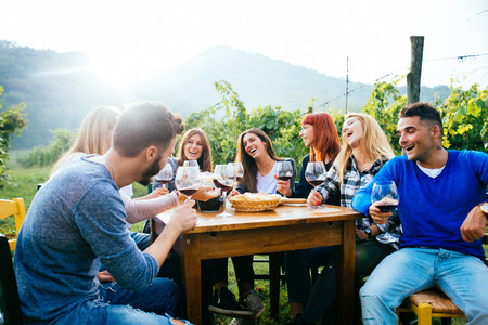 Group of friends at restaurant outdoors - People having dinner in a home garden Foto de archivo - 102313809