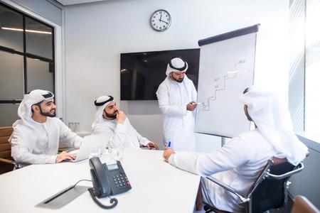 Arabisch commercieel team op kantoor