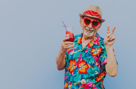 Portrety dziadka na kolorowym tle