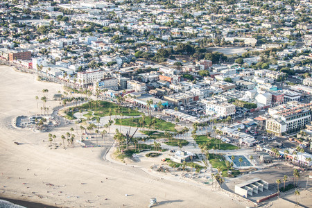Los Angeles, California, USA - September 28, 2016: Afternoon aerial view of Venice Beach skate park in Southern California. Publikacyjne