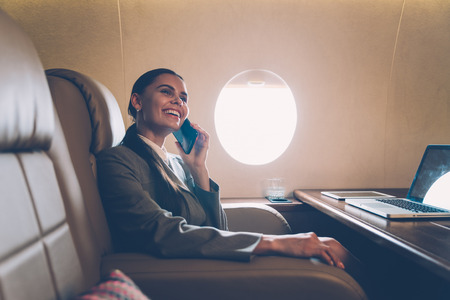 Business woman traveling and working on the private jet Standard-Bild