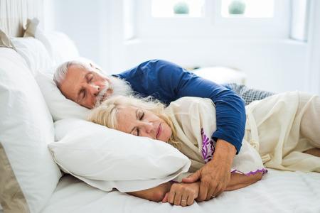 Senior paar levensstijl momenten thuis Stockfoto