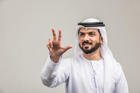 Portrait of arabic man with kandora in a studio Archivio Fotografico - 108943794