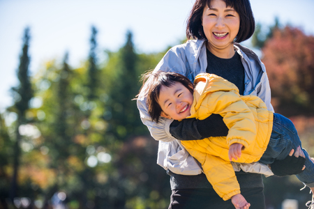 Happy and playful japanese family in a park in Tokyo Imagens