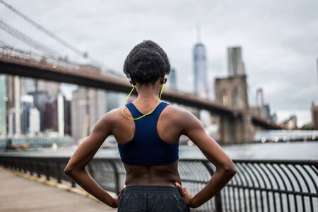 Young fitness woman running in New York - Sportive girl training outdoors, concepts about sport and healthy lifestyle Banque d'images