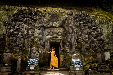 Beautiful woman in old hindu temple of Goa Gajah near Ubud on the island of Bali, Indonesia Imagens