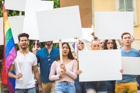 Gruppe von Aktivisten protestiert im Freien Standard-Bild