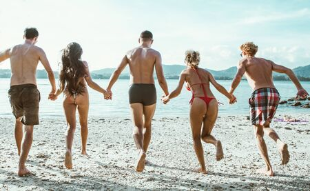 Group of friends having fun on the beach on a lonely island 版權商用圖片