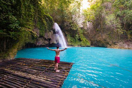 Cascate Kawasan situate sull'isola di Cebu, Filippine - Bella cascata nella giungla