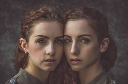 Two twins sisters spending time together Banque d'images