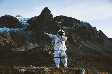 Astronaut exploring a new planet. Searching for a new home for humanity. Concept about science and nature Reklamní fotografie