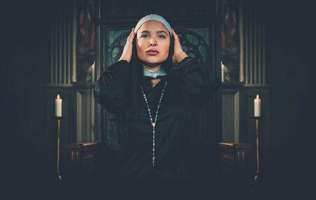 Nun praying in a monastery 版權商用圖片