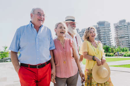 Group of seniors walking and having fun in the city 免版税图像