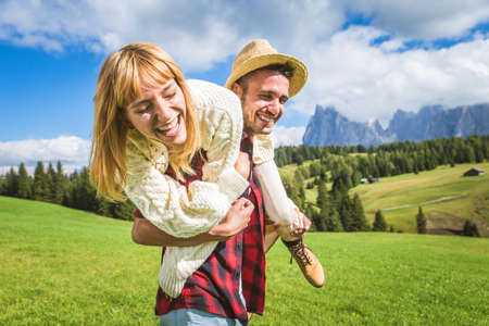 Beautiful young couple traveling in the Dolomites, Italy - Two lovers having a day trip in the nature Banque d'images