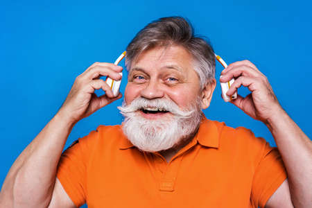 Eccentric senior man with funny expression portrait on background - Active and youthful old male Archivio Fotografico - 161990622