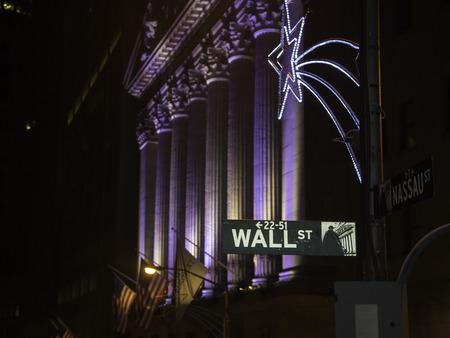 new york stock exchange: Wall Street da New York Stock Exchange Archivio Fotografico