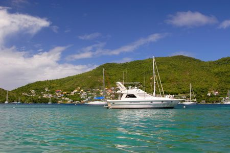Nice boats in a bay on the island of Bequia in the Caribbean Standard-Bild