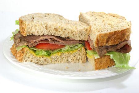Roast beef sandwich on multigrain bread.