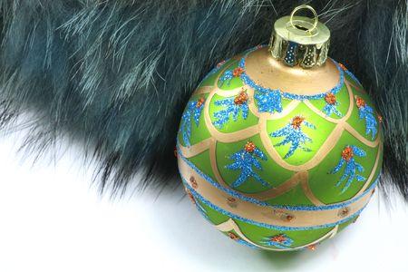 lussureggiante: Il colore verde e grigio verde Ornamento di Natale con lussureggiante morbida pelliccia.