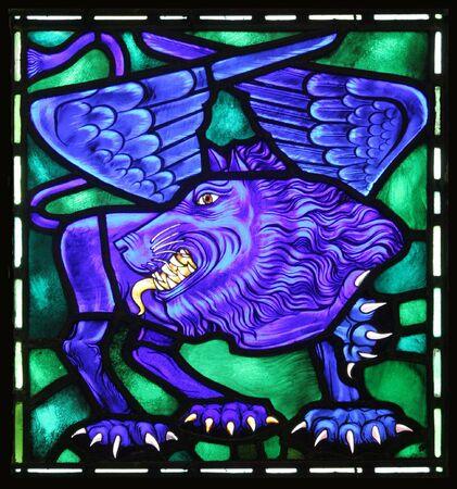 leon alado: El le�n alado es el s�mbolo evang�lico de San Marcos. De una antigua vidriera en una Iglesia Anglicana en las Bermudas.