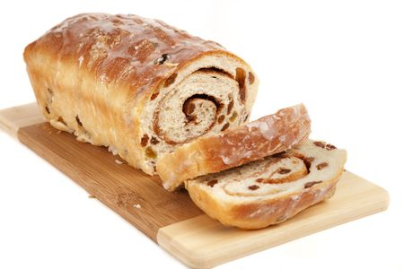 Homemade rolled cinnamon raisin bread on a wooden cutting board. Banco de Imagens