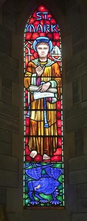 leon alado: San Marcos y el le�n alado.  El le�n alado es el s�mbolo evang�lico de San Marcos. Una vidriera de la catedral anglicana de las Bermudas construido en 1866. Situado en Hamilton.