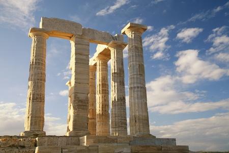 templo griego: Las ruinas del templo de Poseid�n en Cabo Suni�n cerca de Atenas, GreeceRuins del templo de Poseid�n en Cabo Suni�n cerca de Atenas, Grecia Foto de archivo