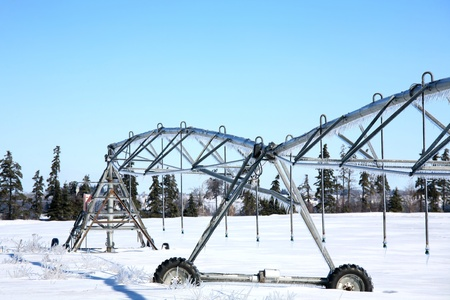 Industrial irrigation equipment on farm field in rural Prince Edward Island, Canada  Standard-Bild