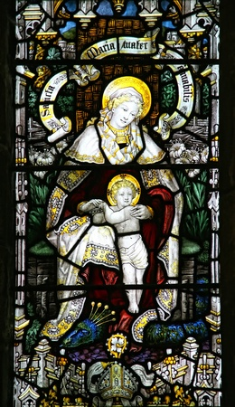 Virgin Mary and the Christ child in stained glass window.   Standard-Bild