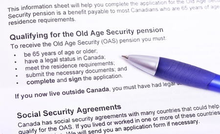 Info to qualify for the old age pension   Canada  Standard-Bild