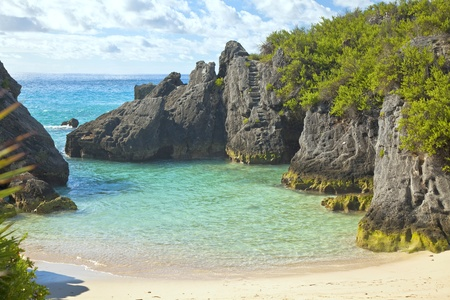 bermuda: The beautiful secluded romantic Jobson Cove Beach on the south side of Bermuda.