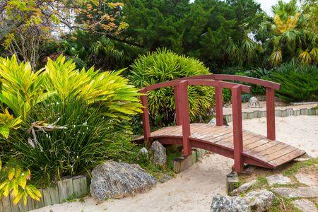 garden bench: Japanese garden at the Bermuda Botanical Gardens in Hamilton, Bermuda. Known as the Zen Garden. Stock Photo