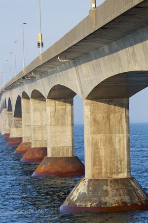 confederation: La Confederation Bridge che collega Isola del Principe Edoardo con il continente Nuovo Brunswick. Come visto dal lato Prince Edward Island.