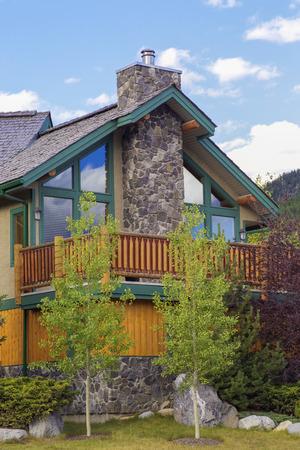 single dwelling: Western American style home in suburbia.