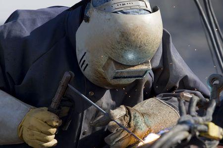 Un soldador de una tuber�a de soldadura